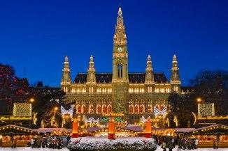 3 Millionen Besucher verzeichnet der Weihnachtsmarkt auf dem Rathausplatz jedes Jahr, Wien, Österreich